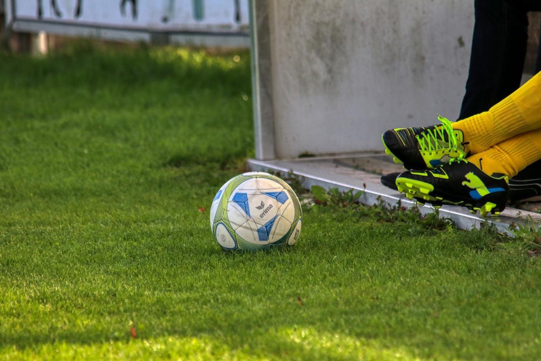 C:\Users\Admin\Downloads\football-4526606_1920.jpg